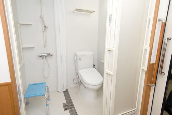 シャワー、トイレ